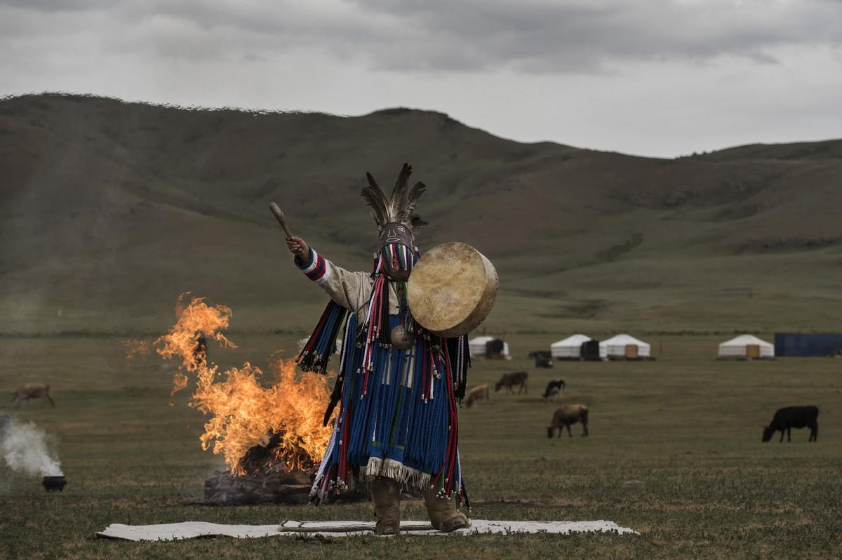 Shamanskie-ritualy-v-Mongolii 10