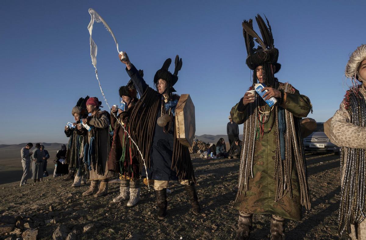 Shamanskie-ritualy-v-Mongolii 6