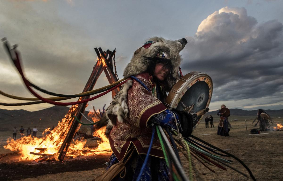 Shamanskie-ritualy-v-Mongolii 9