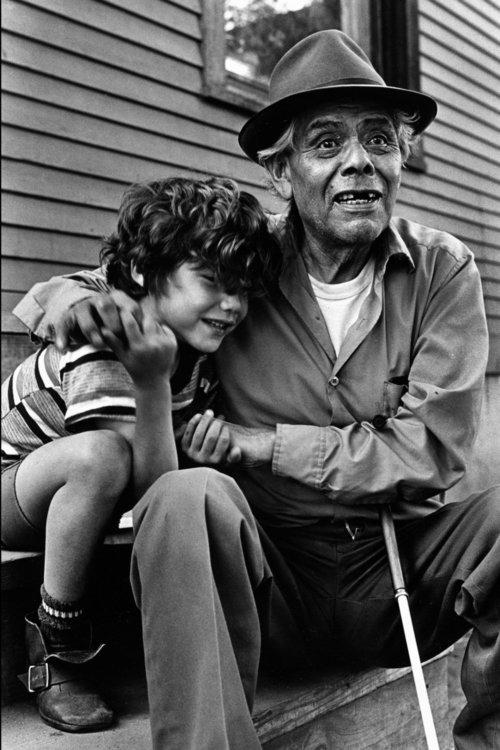 От печали до радости: моменты человеческого бытия в работах фотожурналиста Питера Тёрнли 37