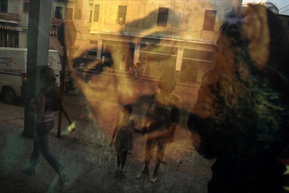 От печали до радости: моменты человеческого бытия в работах фотожурналиста Питера Тёрнли 40