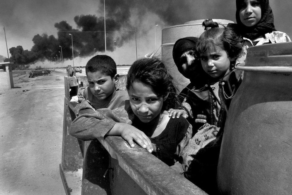 От печали до радости: моменты человеческого бытия в работах фотожурналиста Питера Тёрнли 43