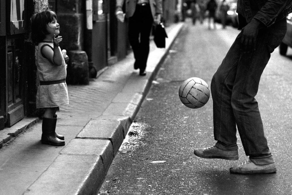 От печали до радости: моменты человеческого бытия в работах фотожурналиста Питера Тёрнли  57