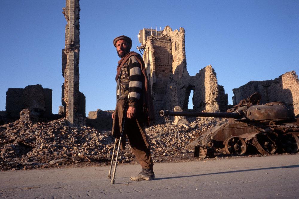 От печали до радости: моменты человеческого бытия в работах фотожурналиста Питера Тёрнли 73