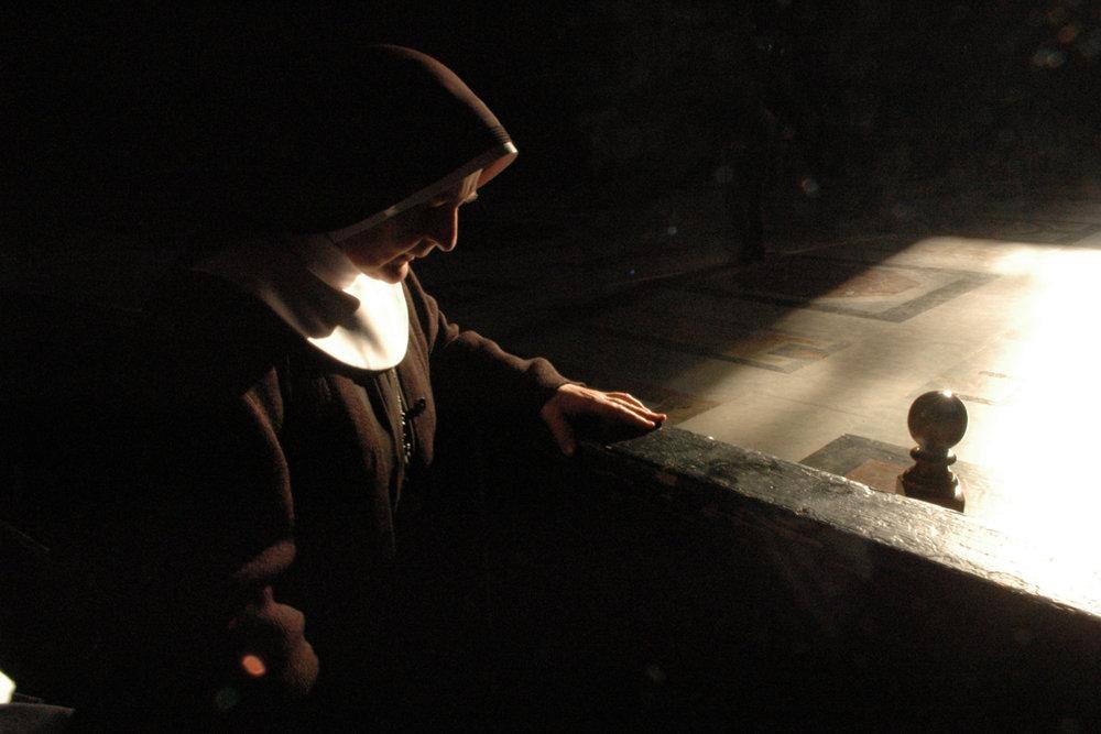 От печали до радости: моменты человеческого бытия в работах фотожурналиста Питера Тёрнли 82