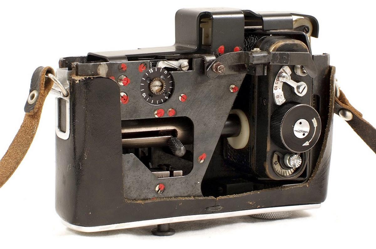 Советская шпионская фотокамера, замаскированная под фотокамеру, запутала аукционистов замаскированная, Aston&039s, камерой, портфель, костюм, пачку, сигарет, фотокамеру, фотокамера, камера, разобраться, пришлось, съёмка, камеру, Среди, шпионскими, джентльмена, Auctioneers, камерами, шпионская