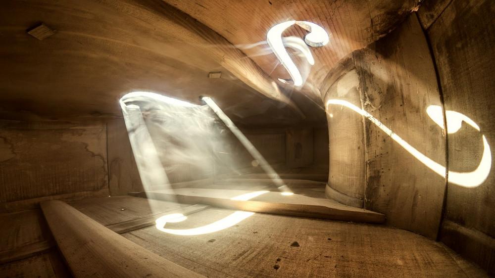 Волшебные фотографии, снятые внутри виолончели и других музыкальных инструментов 9