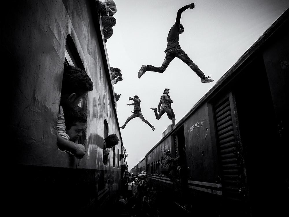 Победители конкурса чёрно-белой фотографии MonoVisions Photography Awards 2018 34