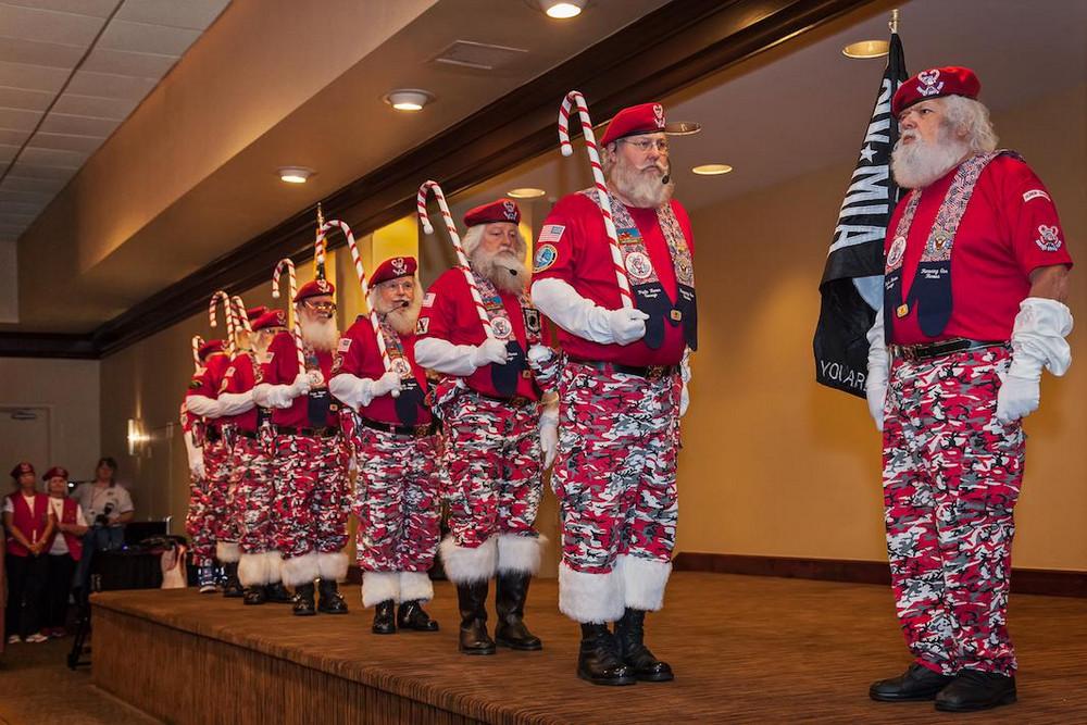 Собрания Санта-Клаусов, русалок, пони – чудные развлечения американцев в фотографиях Артура Друкера 2