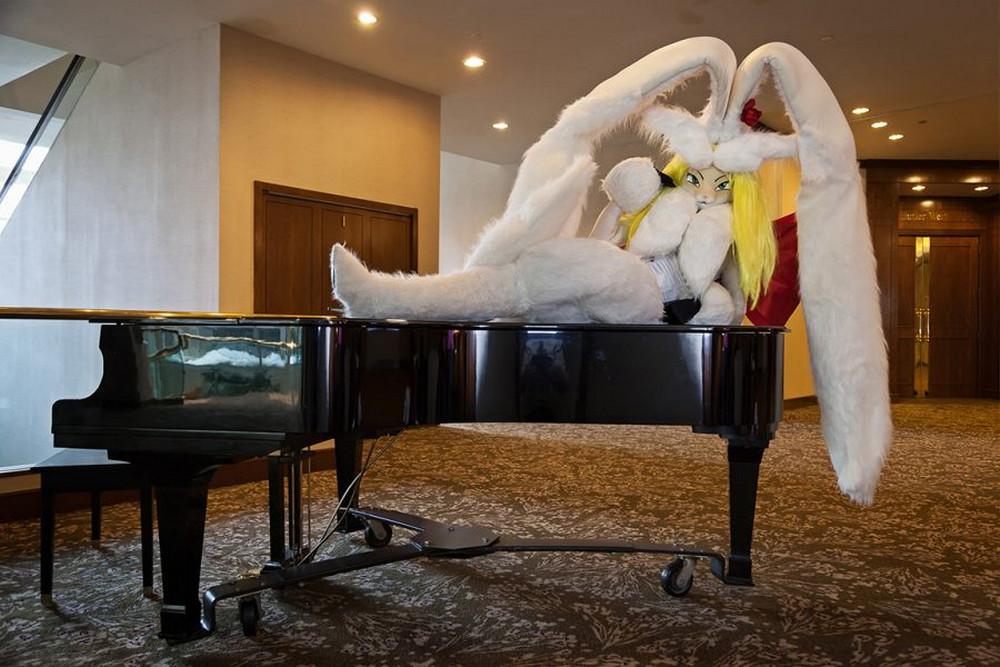 Собрания Санта-Клаусов, русалок, пони – чудные развлечения американцев в фотографиях Артура Друкера 32