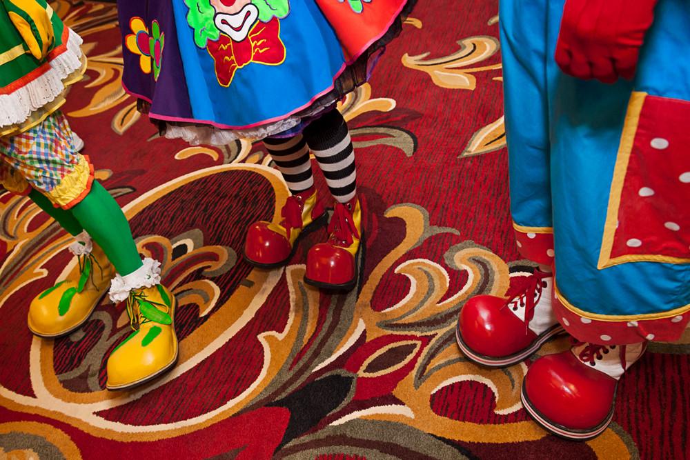 Собрания Санта-Клаусов, русалок, пони – чудные развлечения американцев в фотографиях Артура Друкера 9