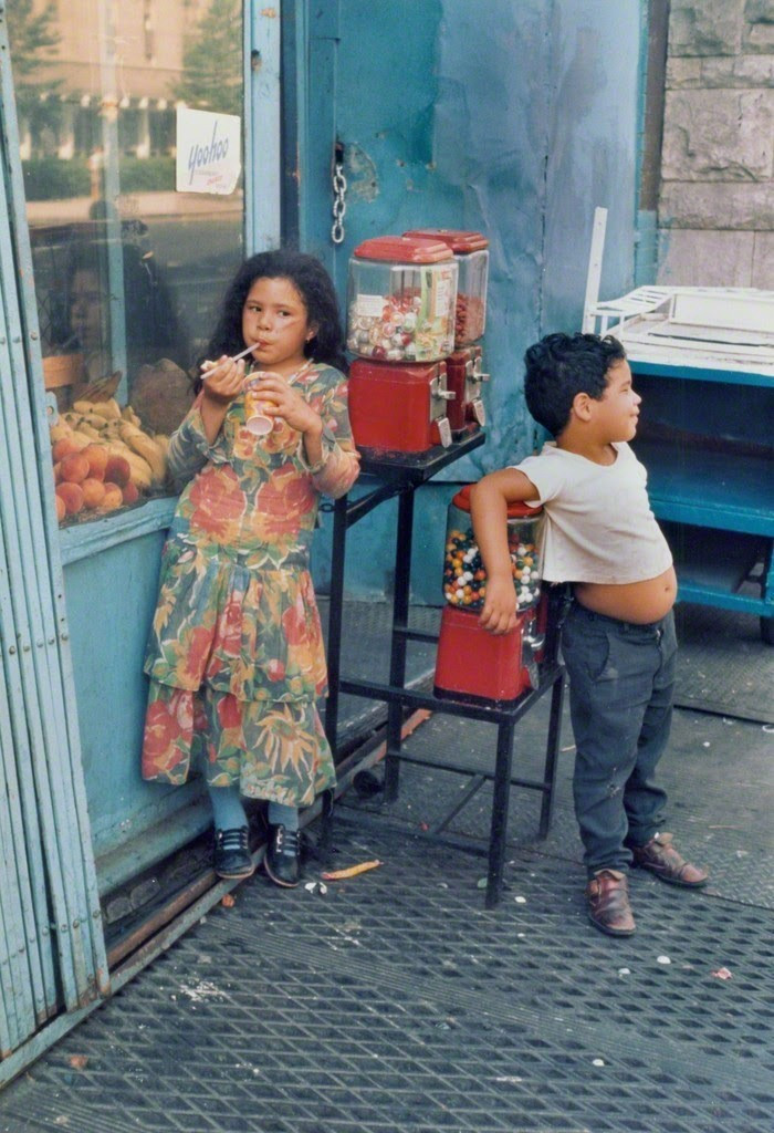 Уличная жизнь Нью-Йорка с 1930-х до 80-х годов в фотографиях Элен Левитт 10