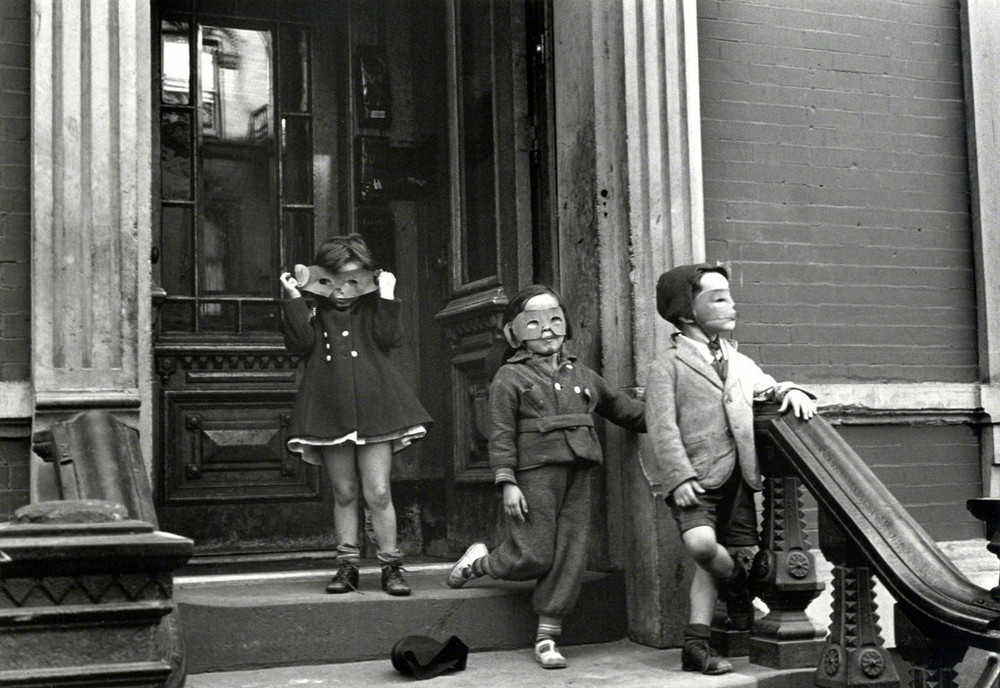 Уличная жизнь Нью-Йорка с 1930-х до 80-х годов в фотографиях Элен Левитт 13