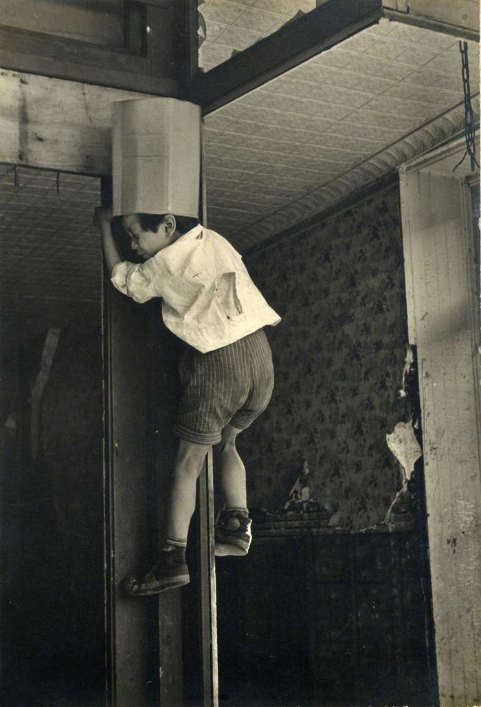 Уличная жизнь Нью-Йорка с 1930-х до 80-х годов в фотографиях Элен Левитт 20