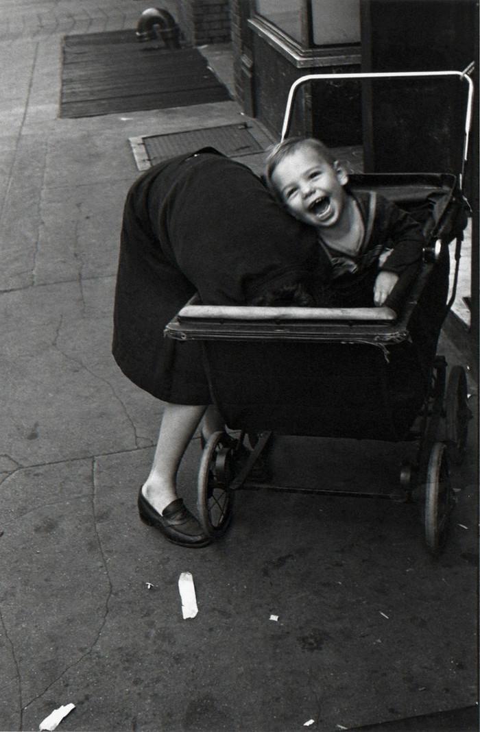 Уличная жизнь Нью-Йорка с 1930-х до 80-х годов в фотографиях Элен Левитт 23