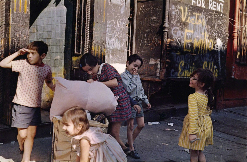 Уличная жизнь Нью-Йорка с 1930-х до 80-х годов в фотографиях Элен Левитт 29