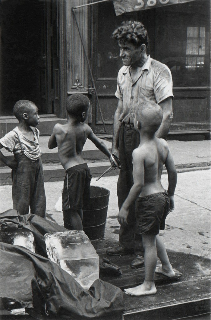 Уличная жизнь Нью-Йорка с 1930-х до 80-х годов в фотографиях Элен Левитт 32