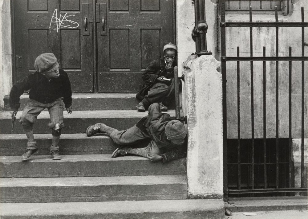 Уличная жизнь Нью-Йорка с 1930-х до 80-х годов в фотографиях Элен Левитт 35