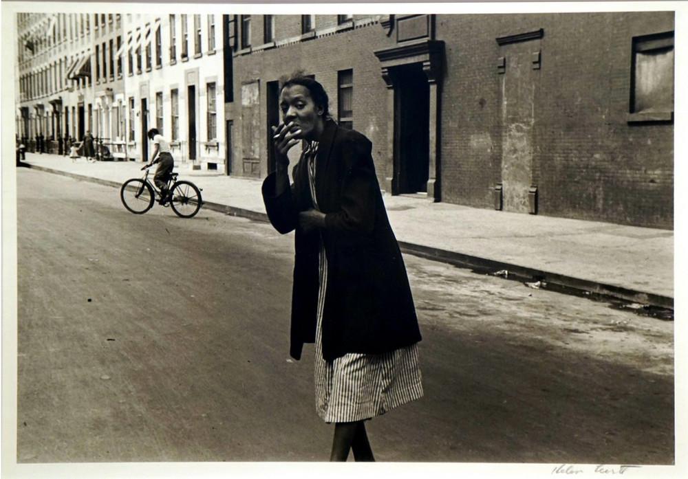 Уличная жизнь Нью-Йорка с 1930-х до 80-х годов в фотографиях Элен Левитт 36