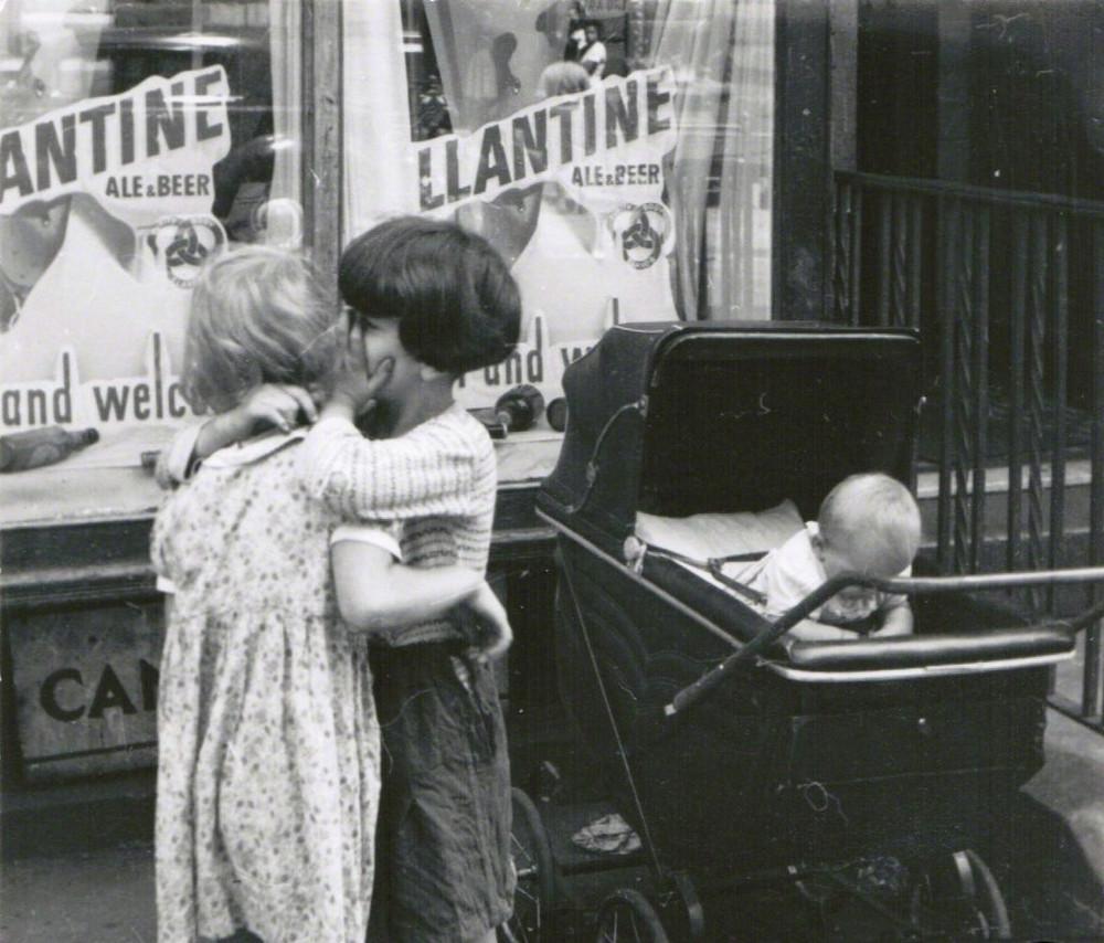 Уличная жизнь Нью-Йорка с 1930-х до 80-х годов в фотографиях Элен Левитт 43