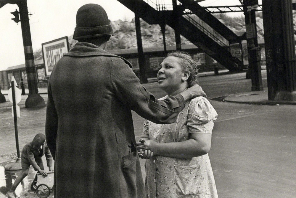 Уличная жизнь Нью-Йорка с 1930-х до 80-х годов в фотографиях Элен Левитт 45