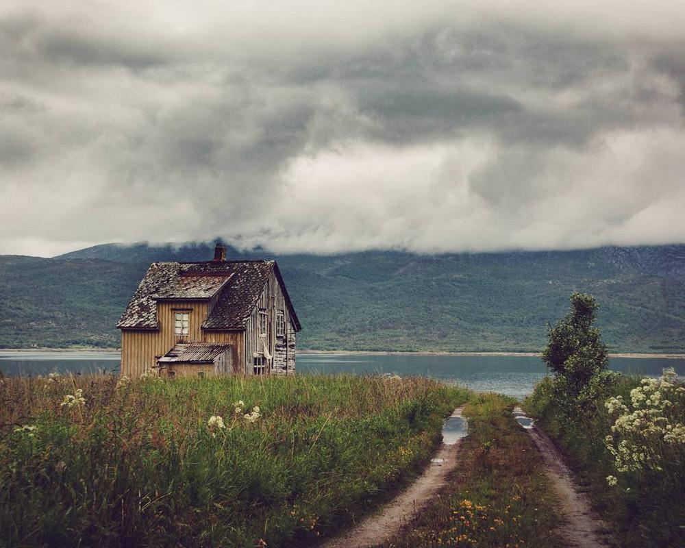 zabroshennye-udalennye-doma-za-severnym-polyarnym-krugom-fotograf-Britt-Mari-Bay 10