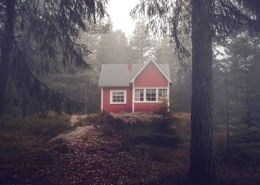 zabroshennye-udalennye-doma-za-severnym-polyarnym-krugom-fotograf-Britt-Mari-Bay 11