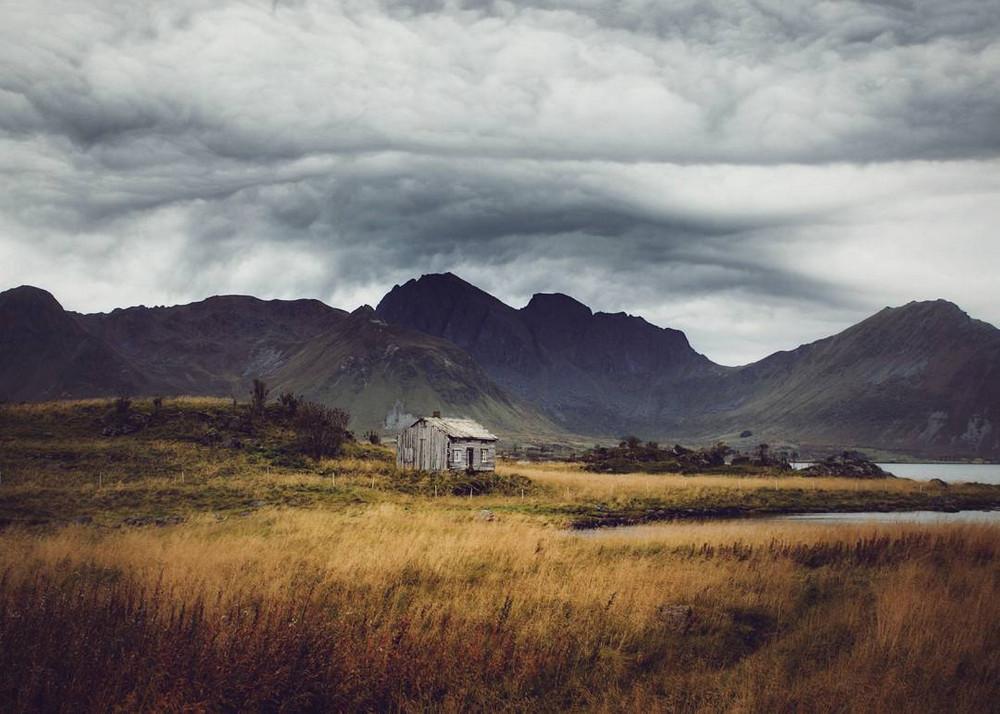 zabroshennye-udalennye-doma-za-severnym-polyarnym-krugom-fotograf-Britt-Mari-Bay 15