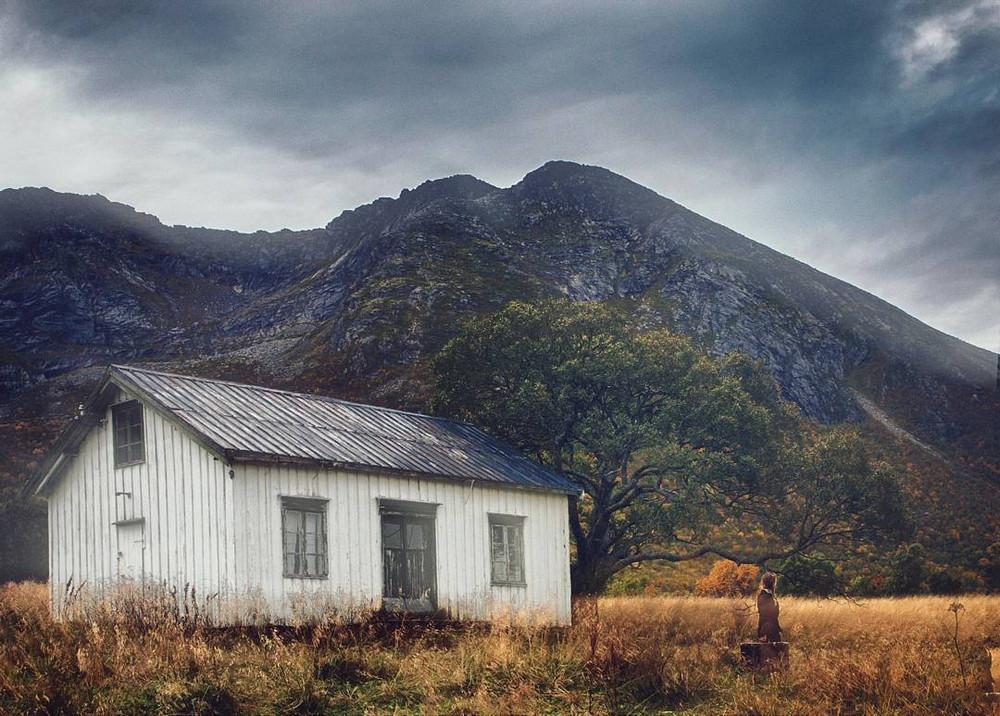 zabroshennye-udalennye-doma-za-severnym-polyarnym-krugom-fotograf-Britt-Mari-Bay 16