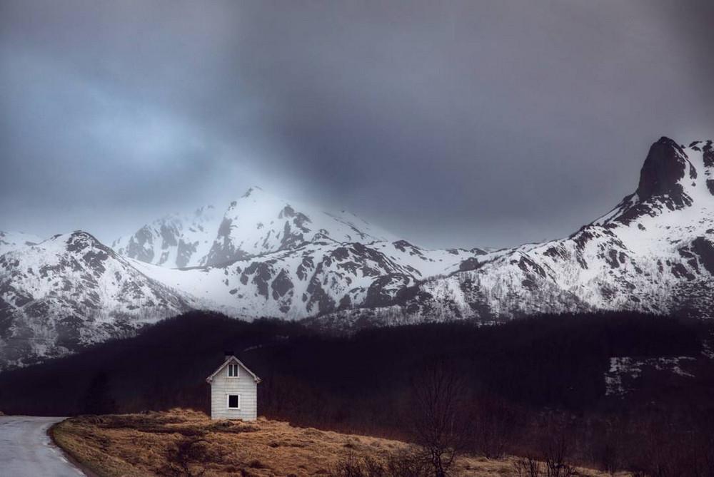 zabroshennye-udalennye-doma-za-severnym-polyarnym-krugom-fotograf-Britt-Mari-Bay 17