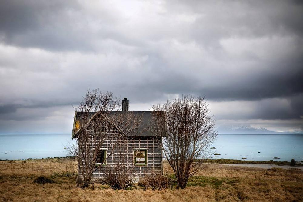zabroshennye-udalennye-doma-za-severnym-polyarnym-krugom-fotograf-Britt-Mari-Bay 24