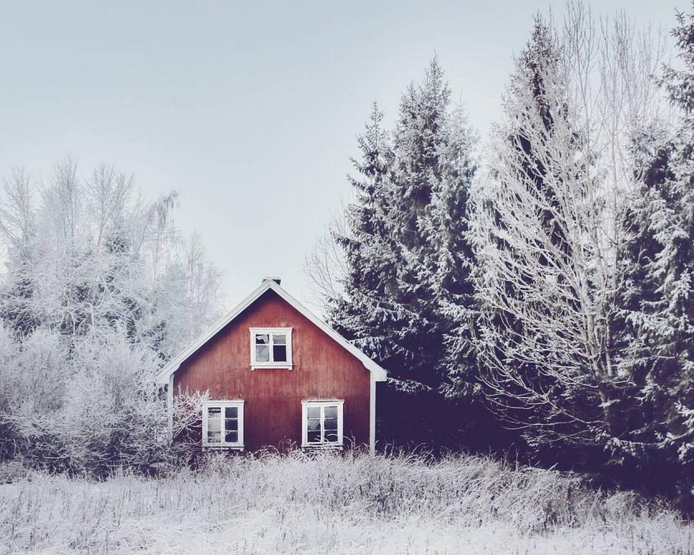 zabroshennye-udalennye-doma-za-severnym-polyarnym-krugom-fotograf-Britt-Mari-Bay 4