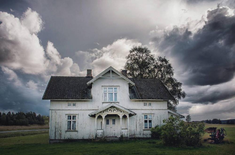 zabroshennye-udalennye-doma-za-severnym-polyarnym-krugom-fotograf-Britt-Mari-Bay 6
