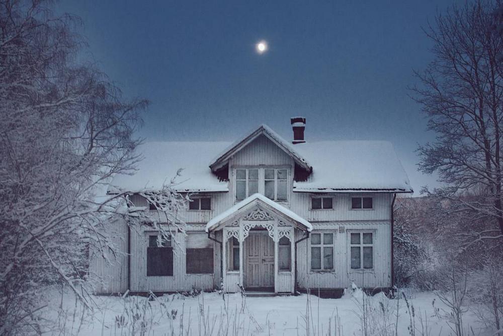 zabroshennye-udalennye-doma-za-severnym-polyarnym-krugom-fotograf-Britt-Mari-Bay 8