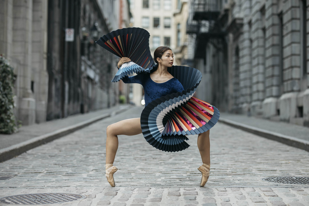 fotografii-tantsorov-v-bumazhnyh-kostyumah 33