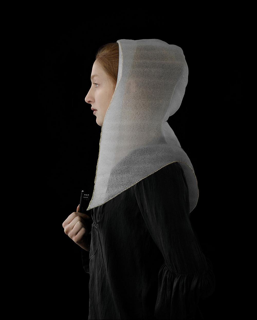kostyumy-iz-vtorichnyh-materialov-portrety-Syuzanna-Yongmans 13
