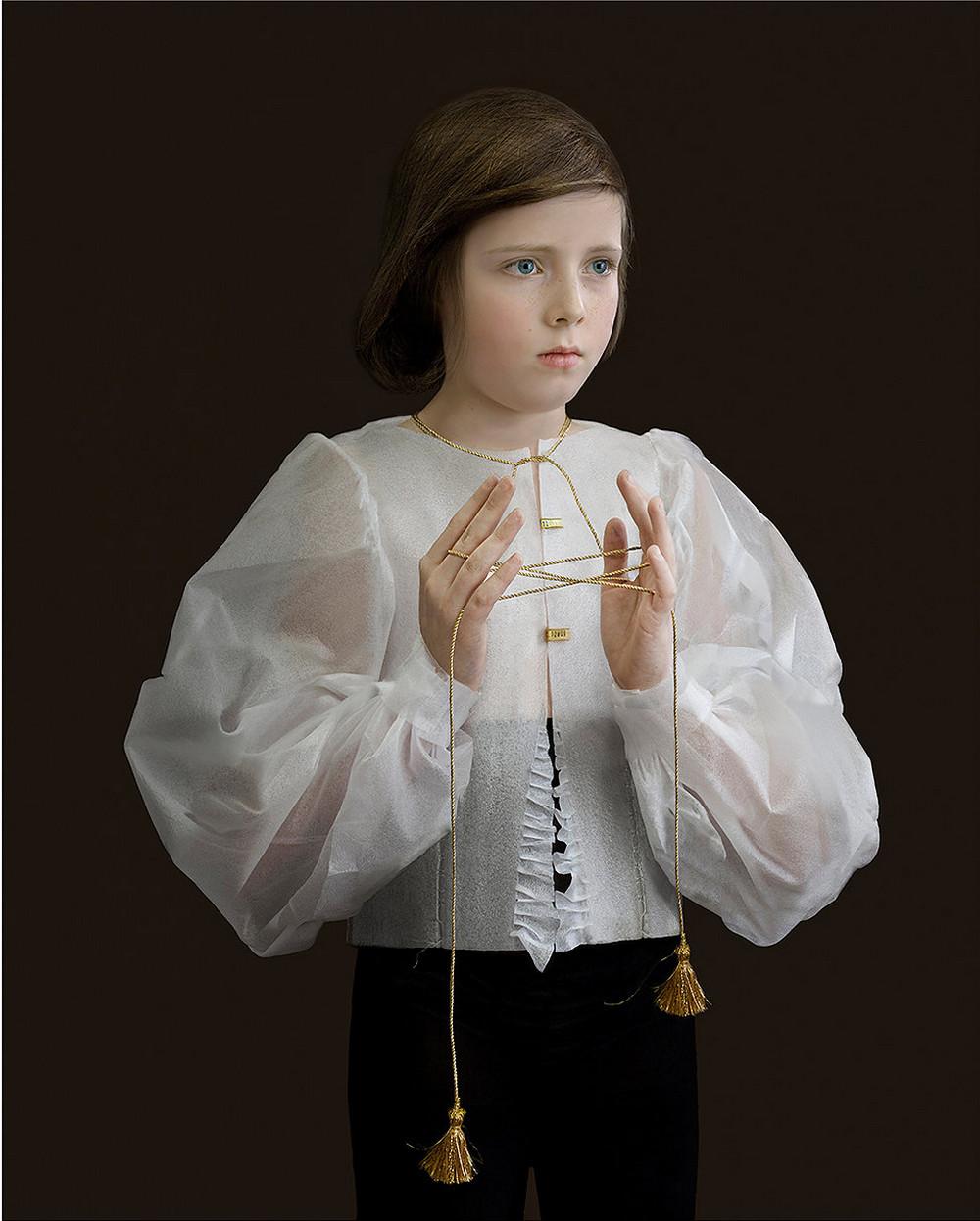 kostyumy-iz-vtorichnyh-materialov-portrety-Syuzanna-Yongmans 21