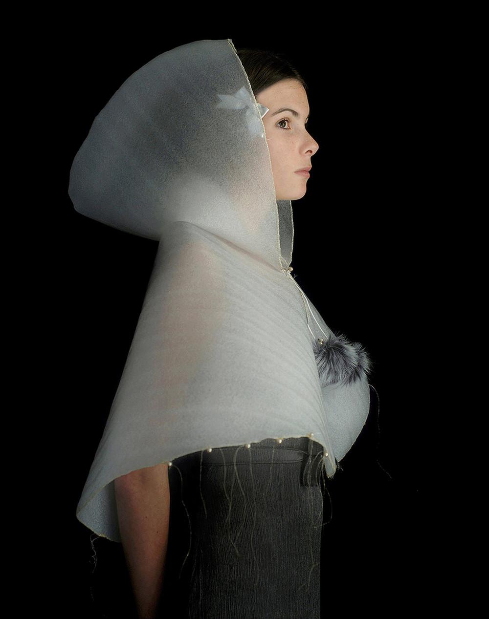 kostyumy-iz-vtorichnyh-materialov-portrety-Syuzanna-Yongmans 22