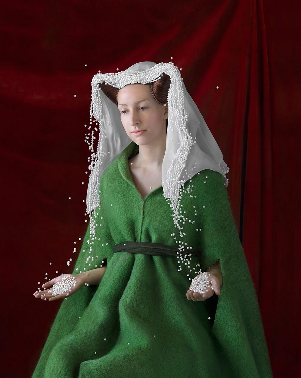 kostyumy-iz-vtorichnyh-materialov-portrety-Syuzanna-Yongmans 24
