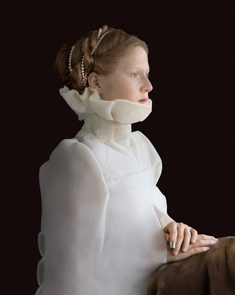 kostyumy-iz-vtorichnyh-materialov-portrety-Syuzanna-Yongmans 26