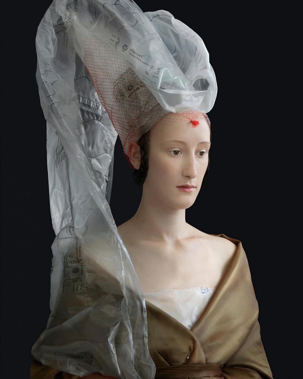 kostyumy-iz-vtorichnyh-materialov-portrety-Syuzanna-Yongmans 3