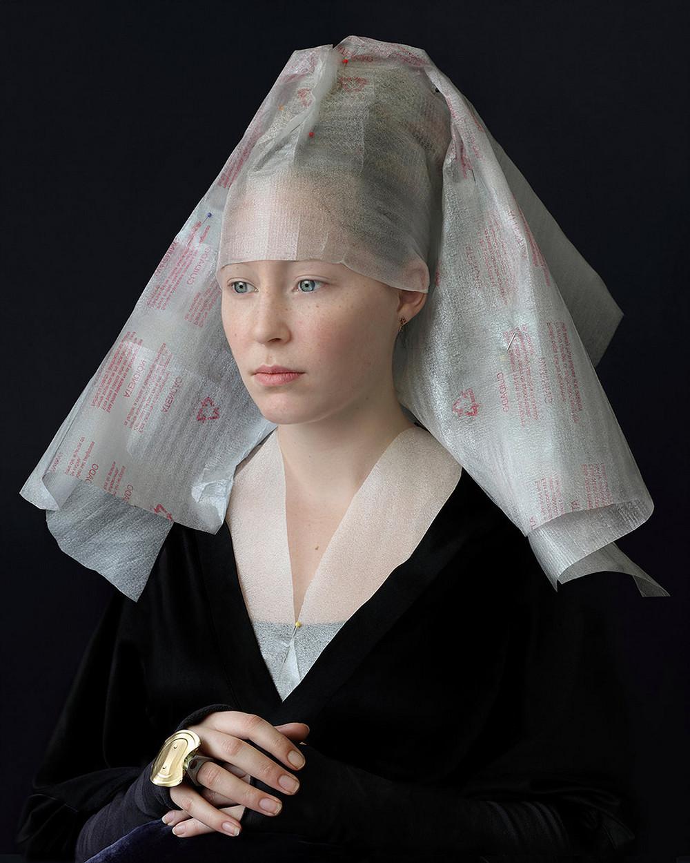 kostyumy-iz-vtorichnyh-materialov-portrety-Syuzanna-Yongmans 5