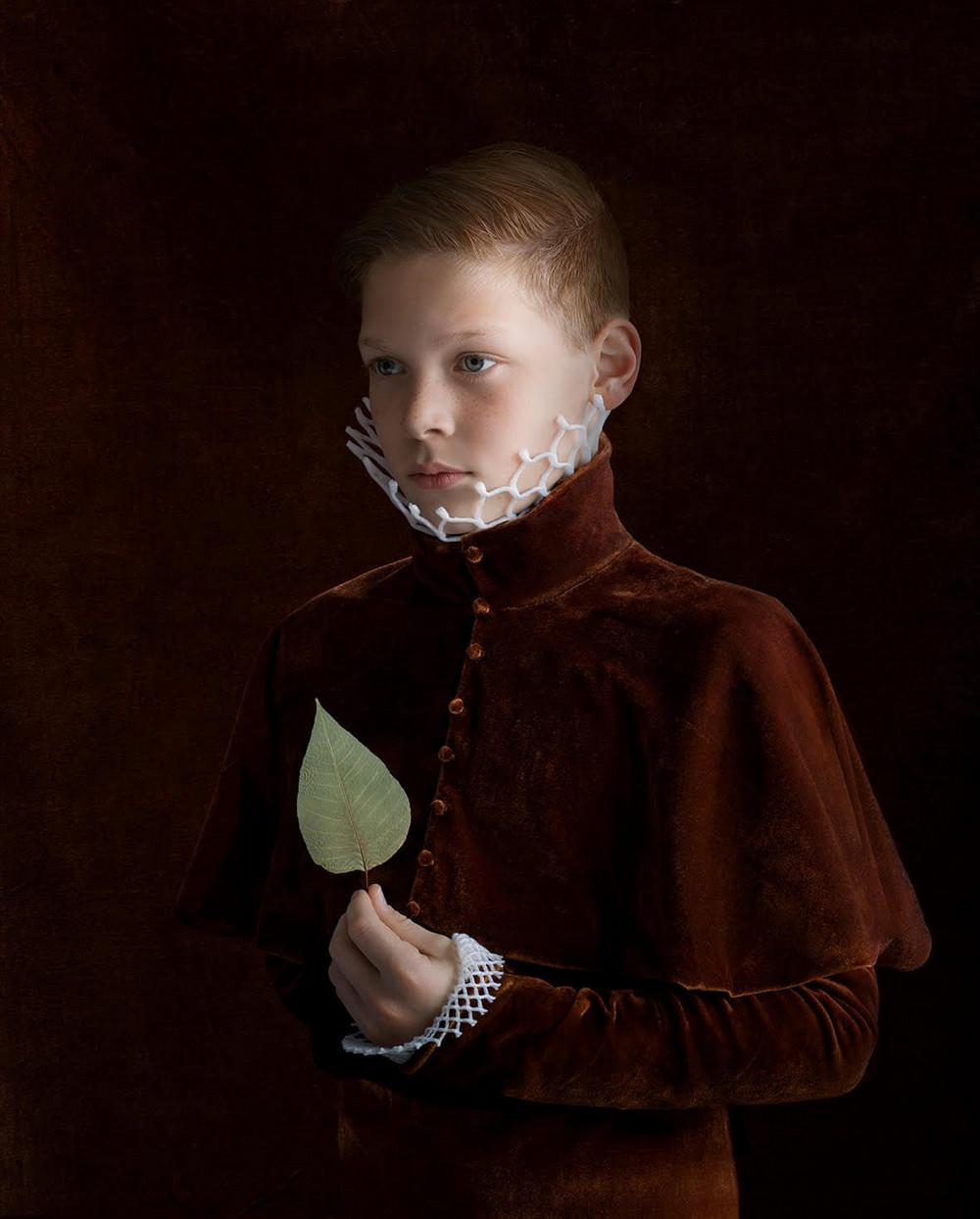 kostyumy-iz-vtorichnyh-materialov-portrety-Syuzanna-Yongmans 7
