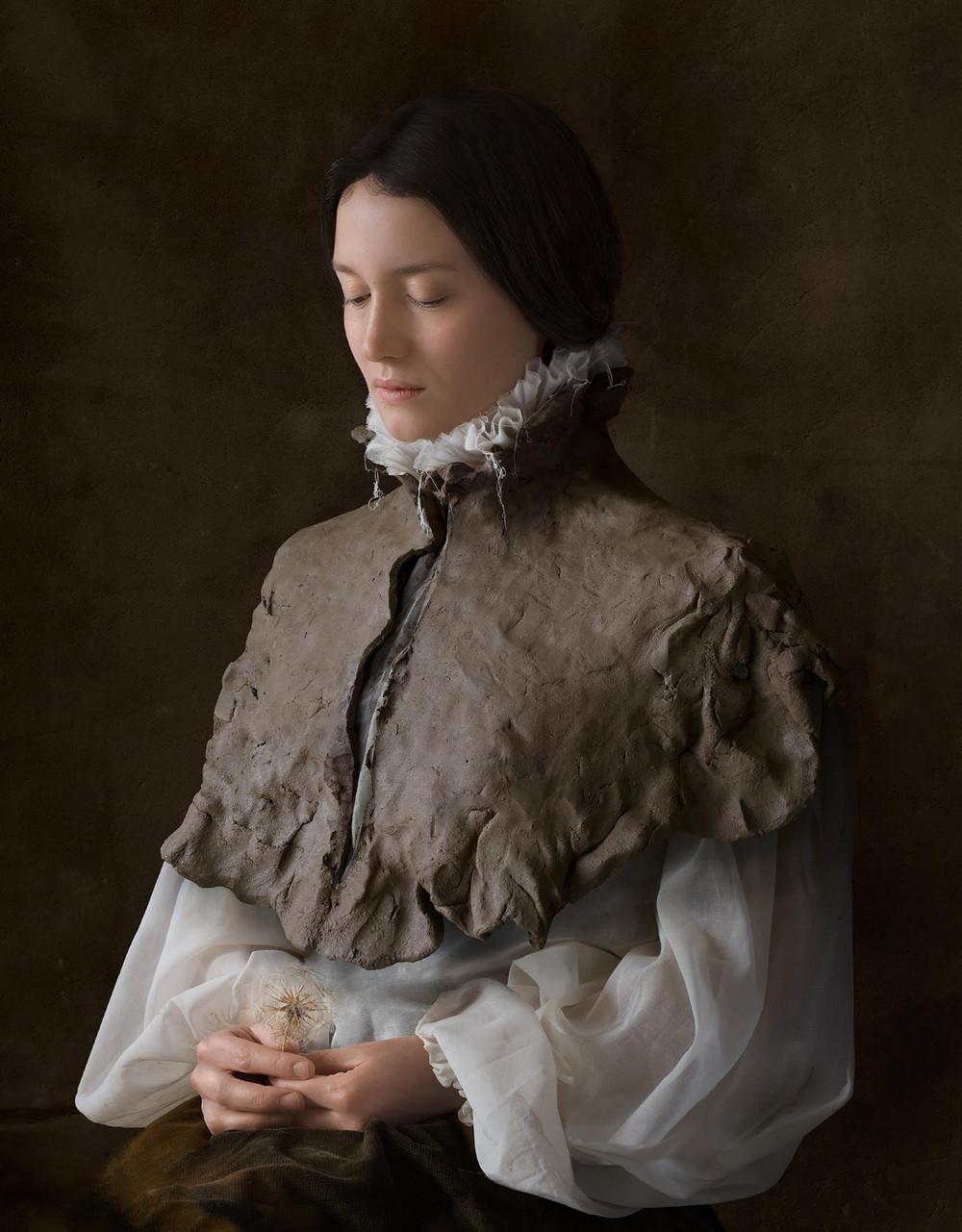 kostyumy-iz-vtorichnyh-materialov-portrety-Syuzanna-Yongmans 9