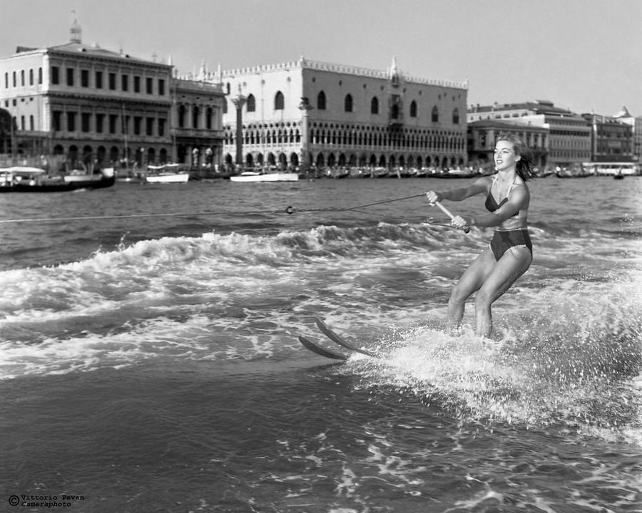 Редкие фотографии извесÑ'Ð½Ñ‹Ñ Ð»ÑŽÐ´ÐµÐ¹, отдыÑÐ°ÑŽÑ‰Ð¸Ñ Ð² Венеции в 1950-60-е годы 11