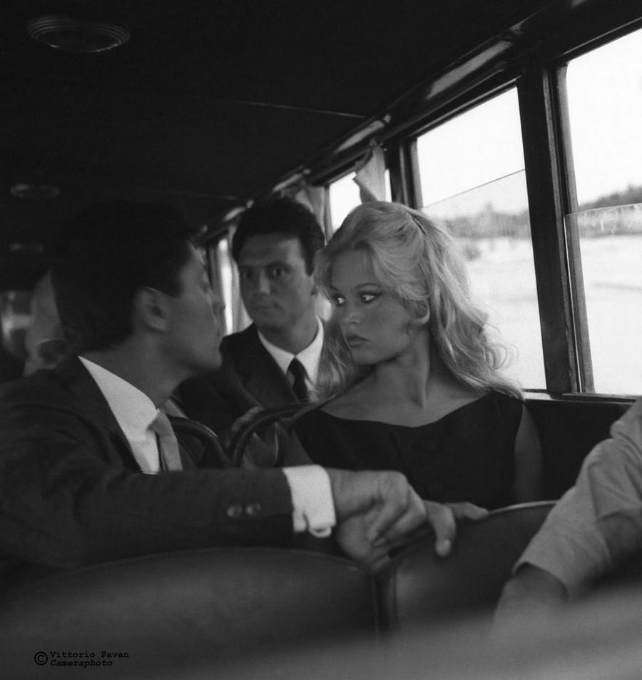 Редкие фотографии извесÑ'Ð½Ñ‹Ñ Ð»ÑŽÐ´ÐµÐ¹, отдыÑÐ°ÑŽÑ‰Ð¸Ñ Ð² Венеции в 1950-60-е годы 4