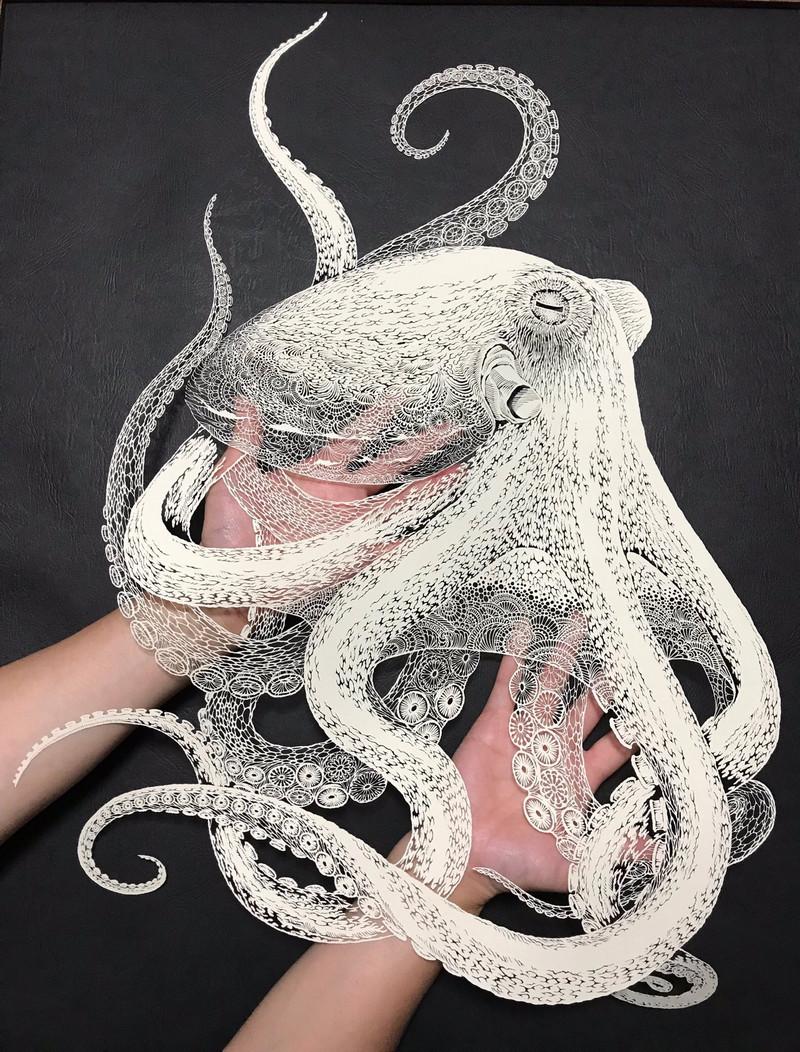 Тонкое японское искусство – осьминог, вырезанный из одного листа бумаги  2