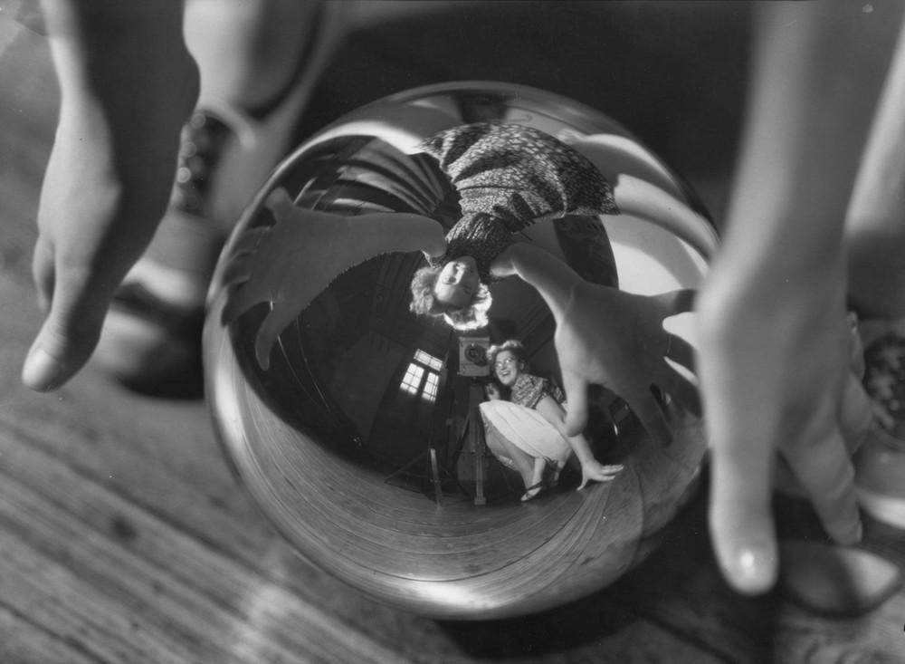 Тело, свет, отражение. Легенда аргентинской фотографии Аннемари Генрих 13