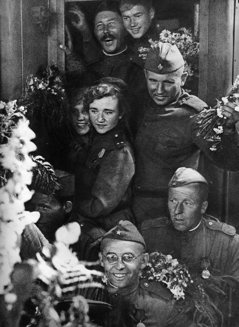 фронт и тыл Великой Отечественной на снимках советских военных фотографов petrusov 800