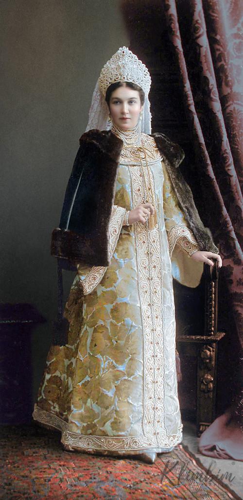 Великолепие костюмированного бала Романовых в раскрашенных фотографиях 1903 года 10